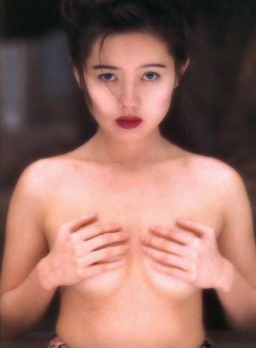 蜜桃成熟,李麗珍早年性感寫真集照片8