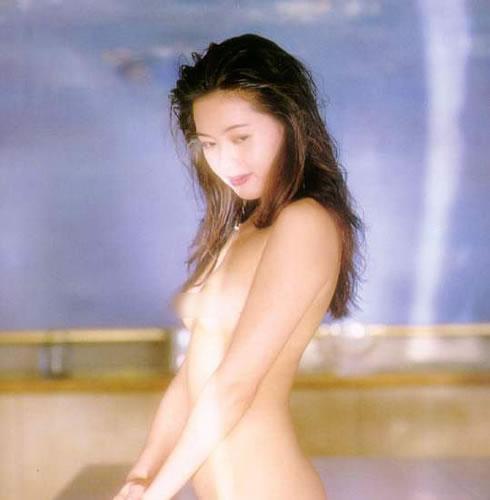 蜜桃成熟,李麗珍早年性感寫真集照片3