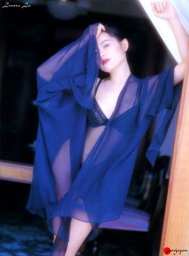 蜜桃成熟,李麗珍早年性感寫真集照片4