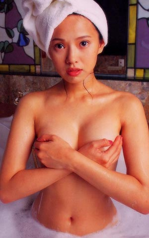 伊能靜罕見的浴室裸照照片2