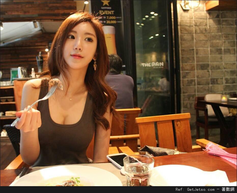 Ye Jung Hwa性感低胸寫真照片圖片1