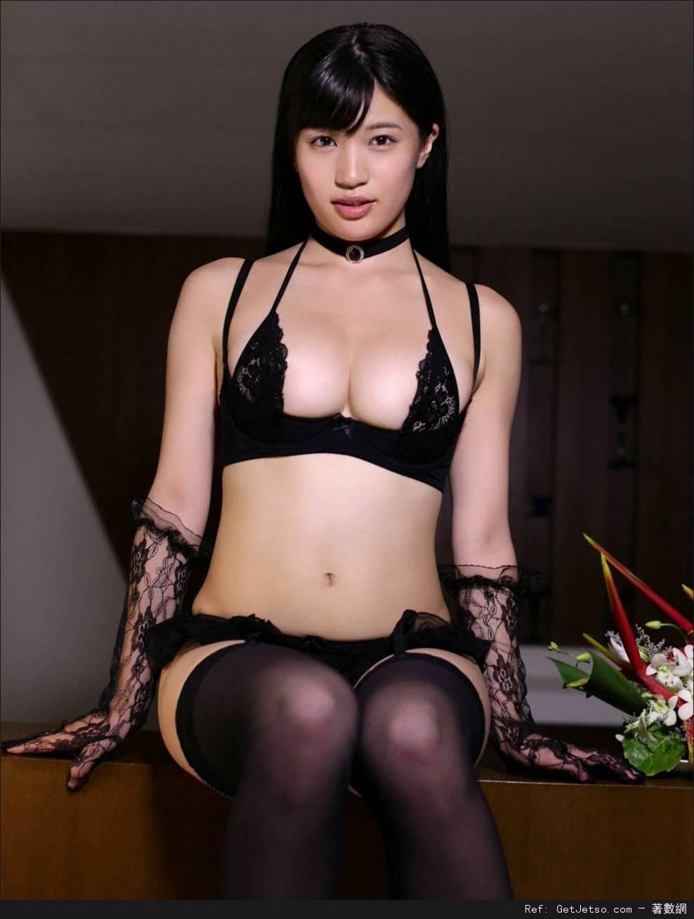 高崎聖子低胸寫真照片
