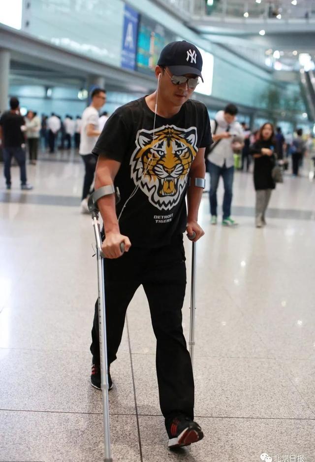 吳京自曝可以拿殘疾證:曾下肢癱瘓經歷過生死圖片5